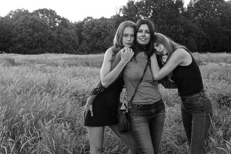 Klaartje Quirijns met haar twee dochters Beeld Anton Corbijn