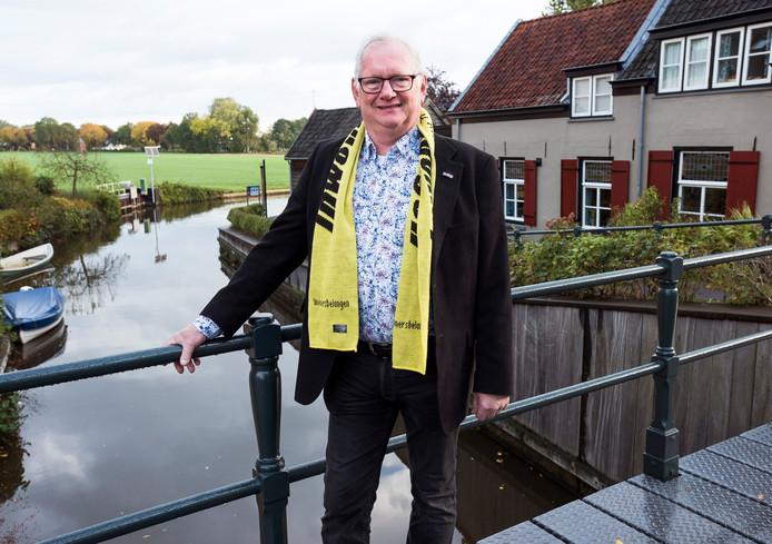 Hendrie van Assem van Inwonersbelang. Zijn partij bestaat 25 jaar.
