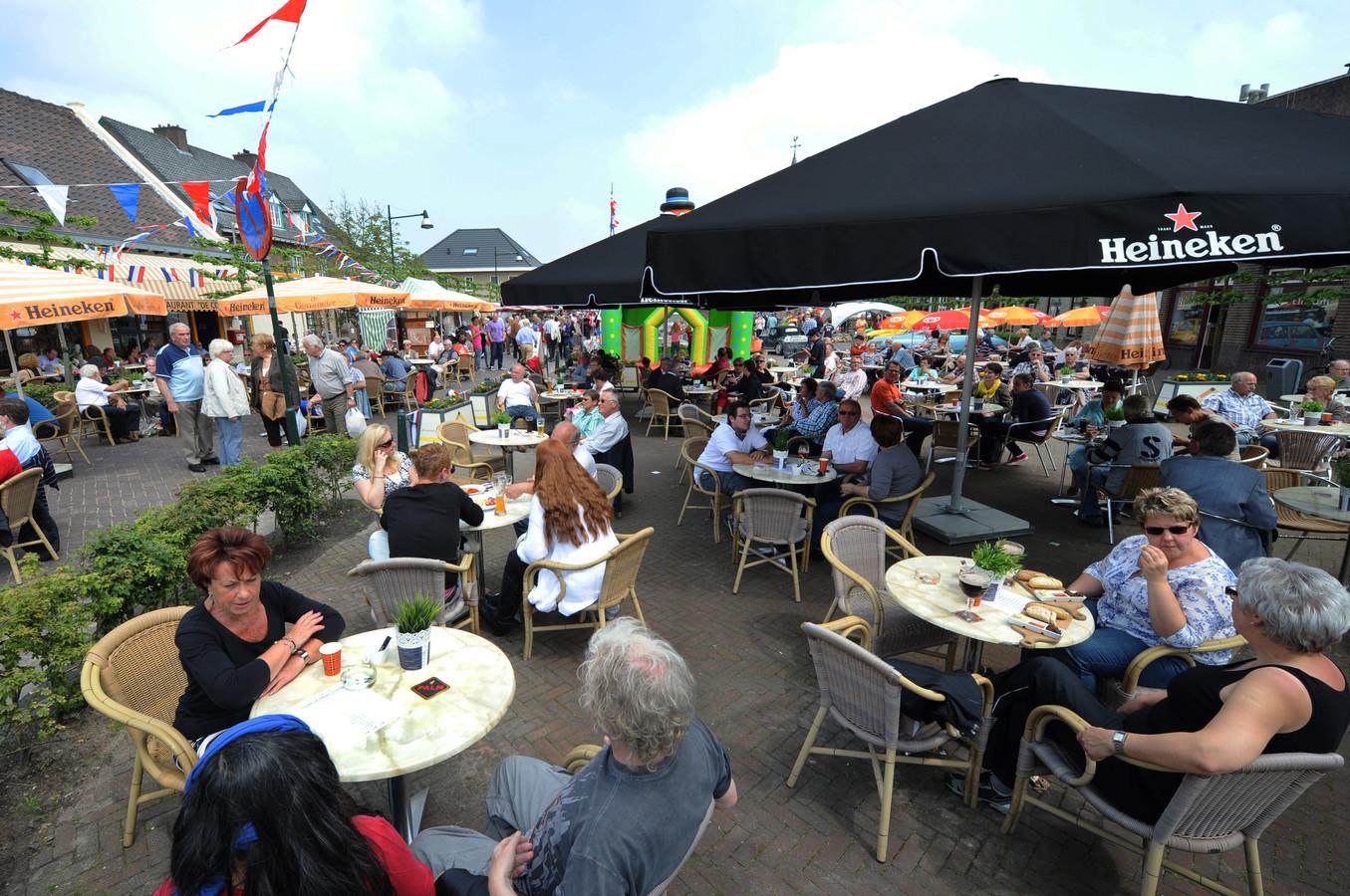 Terras in kruisland feestelijk geopend foto - Foto sluit een overdekt terras ...