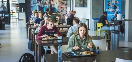 Lunchen in studentenrestaurant Hogeschool Gent: geen selfservice meer, alles verpakt, niet meer in groep samen eten