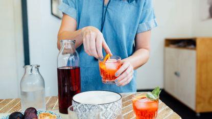 Vloeit de alcohol bij jou rijkelijk in coronatijden? 5 lekkere mocktails om te compenseren