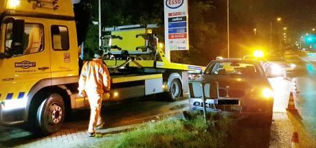 Auto crasht bij Esso-tankstation in Leusden: bestuurder is verdwenen