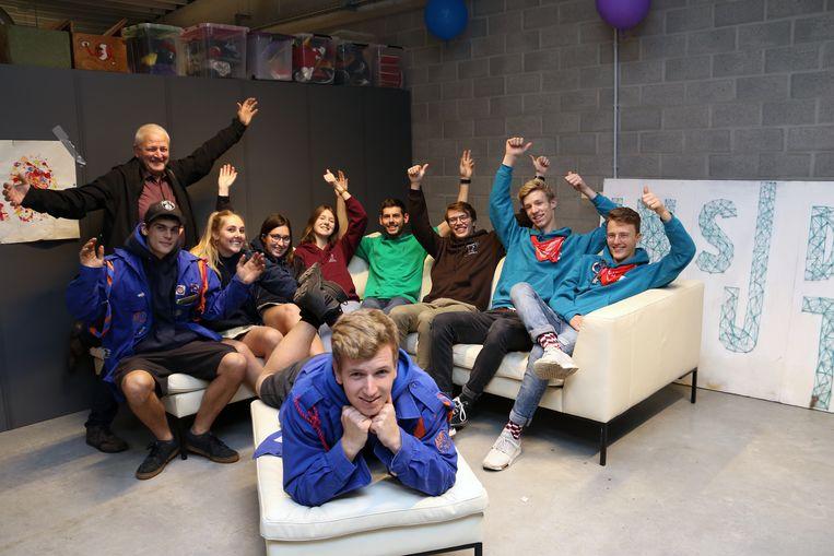 Onder massale belangstelling werd het nieuwe jeugdcentrum Biesakker geopend.