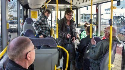 """Gemeentebestuur wil beter openbaar vervoer naar hoofdgemeente: """"Bijna 2 uur onderweg van Sint-Pieters-Kapelle naar Middelkerke... dat kan toch niet?"""""""