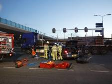 Automobilist gewond bij botsing met vrachtwagen op N35