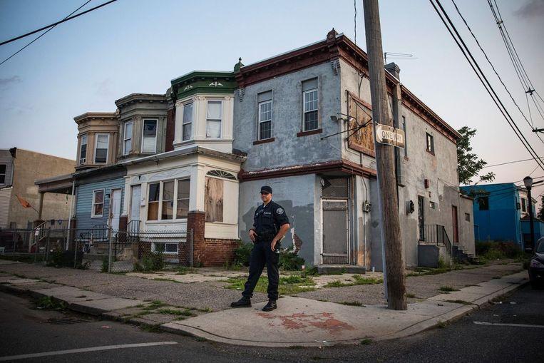 Agent Tom Rambone maakt een rondje door een buurt van Camden. Beeld null