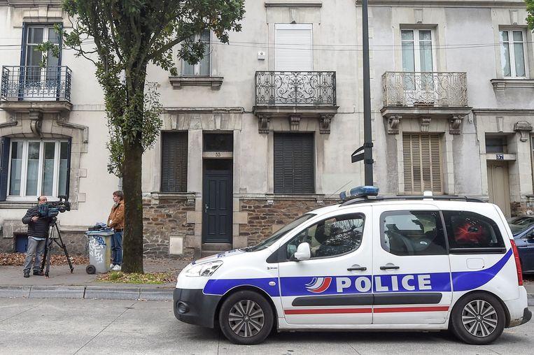 Een politiewagen voor het huis waar Xavier Dupont De Ligonnes zijn gezin zou hebben uitgemoord.