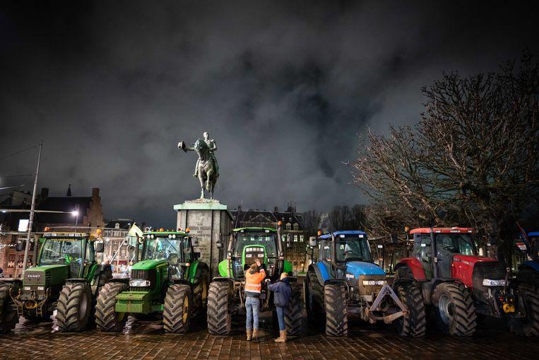 Boeren dinsdagavond op het Binnenhof.  Beeld EPA