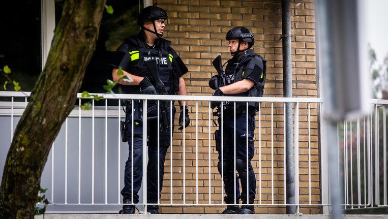 Politieagenten bij een pand in de buurt van het Nijpelsplantsoen in Nieuwegein. Beeld anp