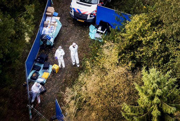 2017-10-12 12:28:31 ZEEWOLDE - Luchtfoto van de zoekactie gericht op een specifieke plek in de omgeving van het Nulderpad in Zeewolde. De politie heeft een vermoeden waar het lichaam van de vermiste Anne Faber is. ANP KOEN VAN WEEL