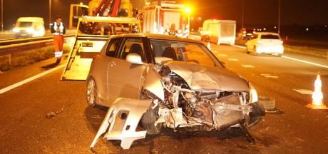 Automobilist raakt licht gewond bij eenzijdig ongeval op knooppunt Ewijk