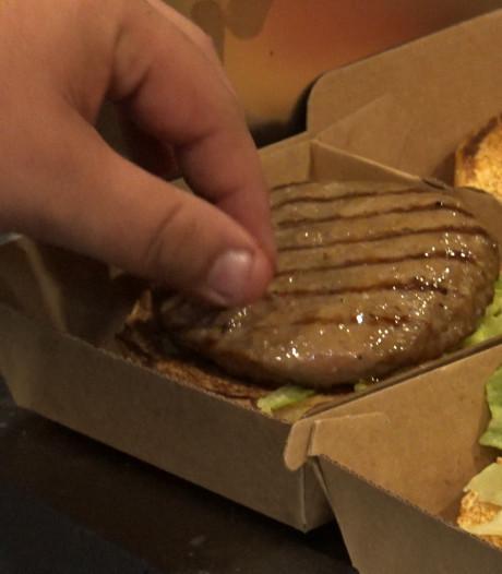 Nieuw bezorgrestaurants gooit duizend gratis hamburgers op de grillplaat