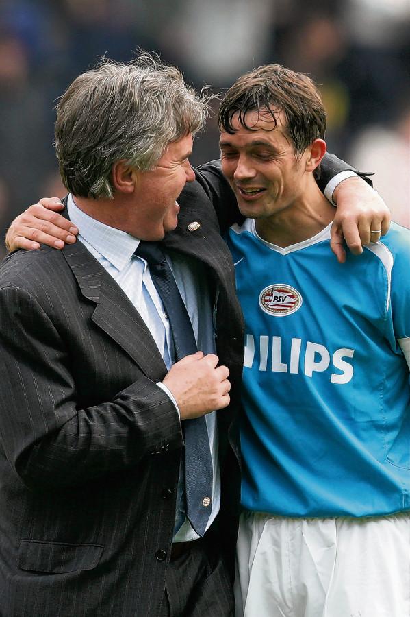 Hiddink als trainer van PSV, nog niet wetende dat Cocu in zijn voetsporen zou treden.