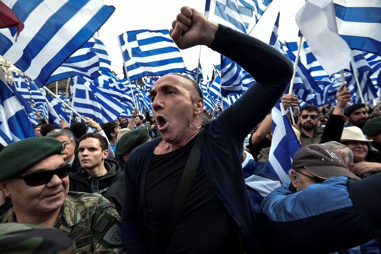 In Athene werd zondag gedemonstreerd tegen de overeenkomst die de Griekse regering met Skopje heeft gesloten om Macedonië om te dopen tot Noord-Macedonië.  Beeld AFP