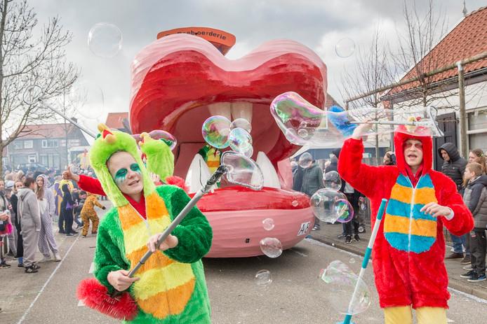 Paerehat ('s-Heerenhoek) viert carnaval. De Doeboerderie.