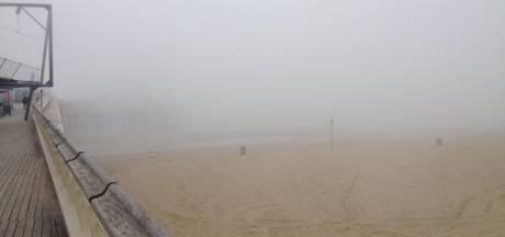 Bibberen aan de kust: zeevlam zorgt voor kou en dichte mist