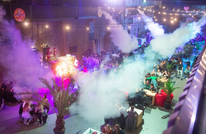 Zitfeest Club Botanica in de koekbouw op de Noordkade in Veghel.