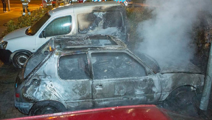De uitgebrande auto's