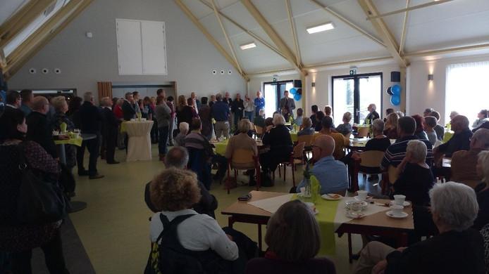 Loco-burgemeester Ad Schenk van Borsele spreekt bij de heropening van Versvliet de aanwezigen toe.
