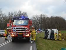 Vrachtwagen in Vorden van de weg geblazen