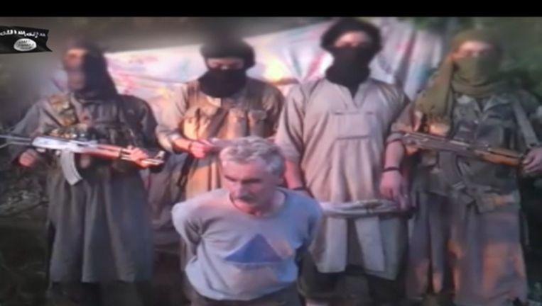 Screenshot uit film waarin moslimextremisten in Algerije de ontvoerde Fransman Hervé Gourdel onthoofden. Beeld null