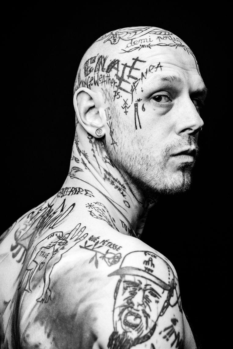 """Stephane. """"Ik kan lang naar zijn tattoos kijken en ontdek nog elke keer iets nieuws. Hij ziet er hard uit, maar het is een ontzettend lieve gast."""""""