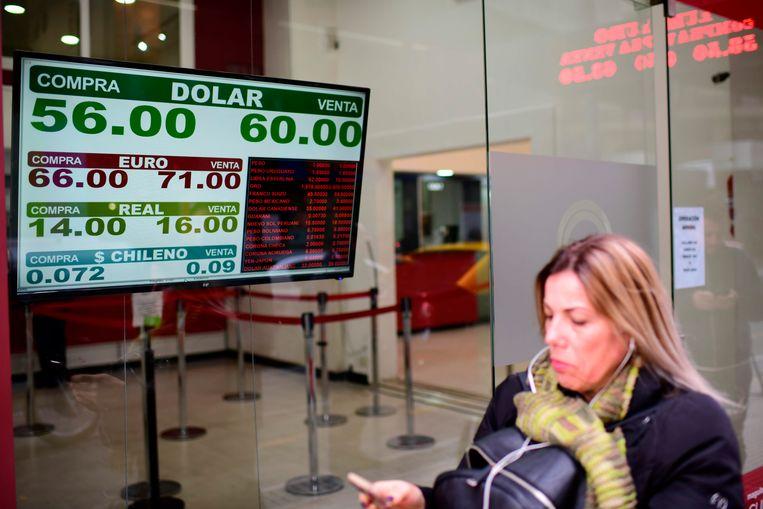 Een wisselkantoor vanmiddag in de Argentijnse hoofdstad Buenos Aires.