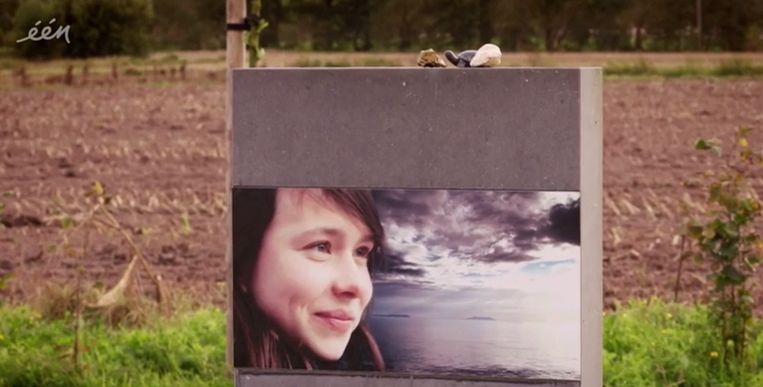 De laatste rustplaats van Emilie Leus. Ze werd 18 jaar oud.