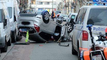 Wagen over de kop bij frontale botsing in Anderlecht: vier gewonden