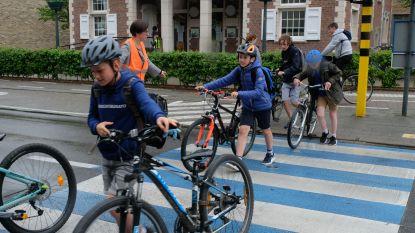 """Schelle gaat fietsende en stappende scholieren belonen: """"Kinderen moeten ouders mee in verhaal trekken"""""""
