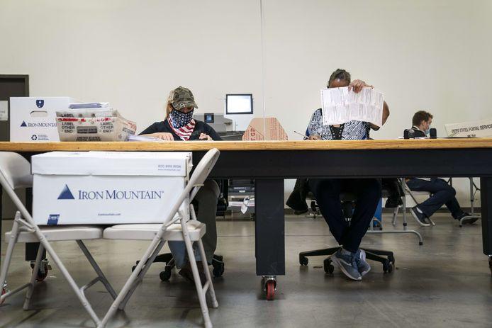 Stemformulieren die per post zijn ingestuurd, worden verwerkt.