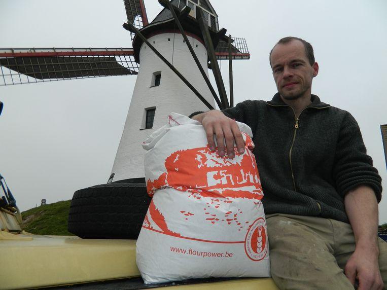 Molenaar Mike Ekelschot voor zijn Artemeersmolen.