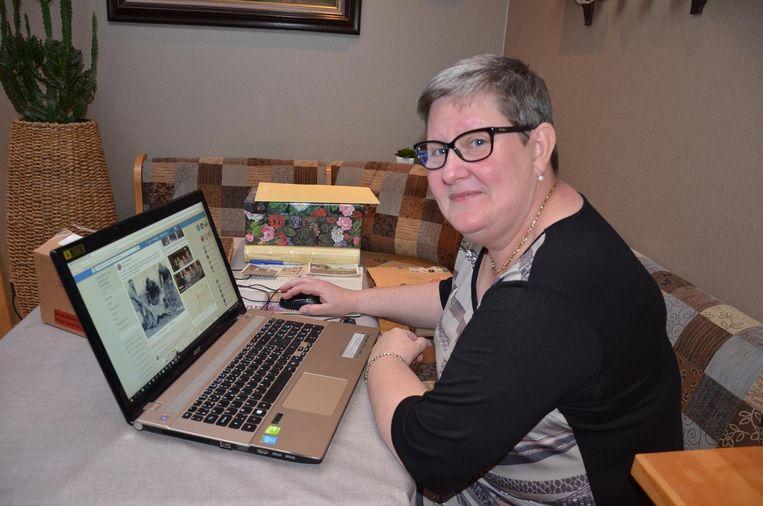 Linda De Clerck spendeert uren achter haar laptop om albums en dozen vol oude foto's in de Facebookgroep te plaatsen.