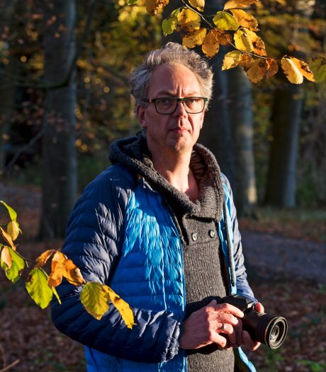 Roelant (48) fotografeert al drie jaar elke ochtend het bos en kan superblij worden van... takjes!