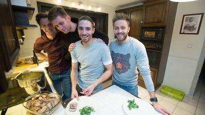 """FOTO'S: Kwartet Lommelspelers kookt voor supporters: """"Ze zijn veel losser dan verwacht"""""""