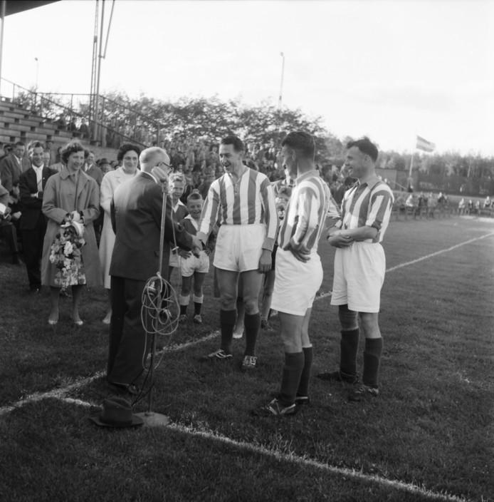Afscheid Charley van de Weerd, Frans Beijer en Henk Looijs. Einde Seizoen 1959-1960.