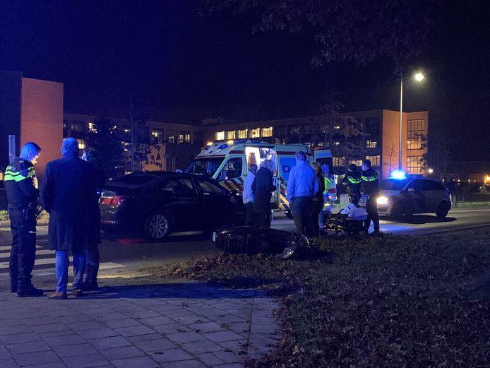 De scooterrijder werd over het hoofd gezien door de bestuurder van de auto.