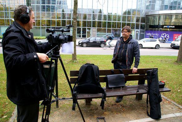 Cineast Jef Maes en comedian Nigel Williams tijdens de opnames van de film.