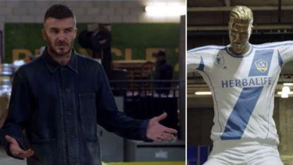 """David Beckham vol ongeloof wanneer hij 'zijn' mislukt standbeeld ontdekt: """"Mijn kinderen zouden huilen als ze dit zien"""""""