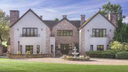 Miljonair verloot luxevilla van 2,6 miljoen, inclusief Rolls Royce en personeel. En een lotje kost slechts 12 euro