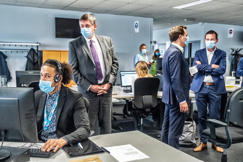 Jan Jambon en Wouter Beke bij de start van het contactonderzoek.  Beeld Tim Dirven