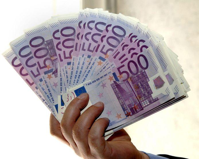 Nederland gaat er in Europa ook voor pleiten om het 500-eurobiljet uit de omloop te halen.