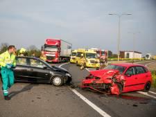 Drie gewonden na frontale botsing op A12 bij Duiven