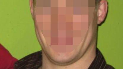 Cipier licht verzekering op voor 90.000 euro, gedetineerde hielp hem autodiefstal in scéne zetten