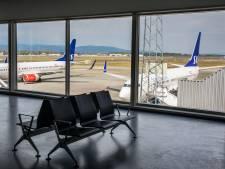 L'avion atterrit à minuit, dix jours de quarantaine pour les passagers