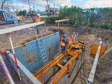 Nieuwe waterleiding onder spoor in Berghem kan alleen in grote U-bocht