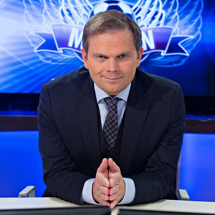 Gudmundur Benediktsson, de vader van Albert Gudmundsson en tv-commentator in IJsland.