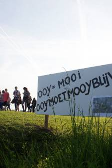 Protestborden op wandelroute: 'Zonnepark Ooy mooi niet'