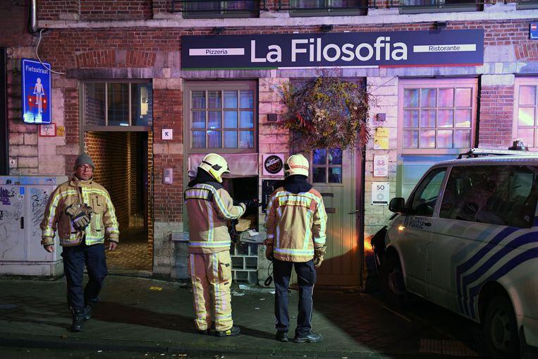 De brandweer slaagde erin om beschadigde het pand te stutten.