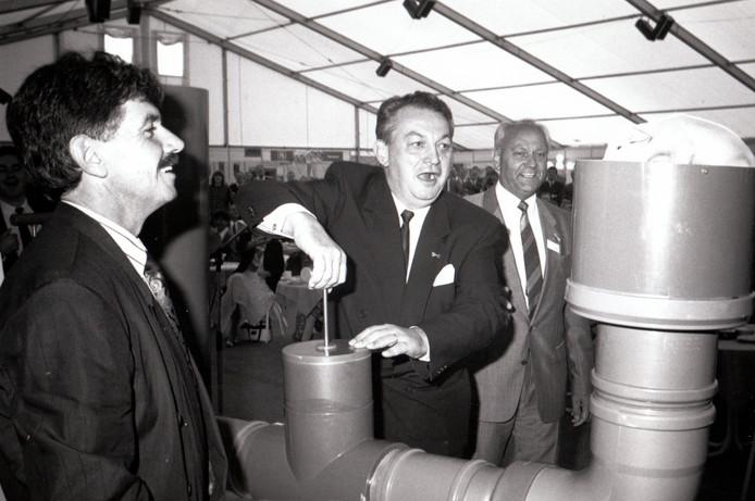 Toenmalig Minister Braks opent op 14 september 1989 proefboerderij in Sterksel.